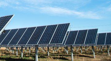Single-axis solar tracker